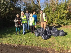 Councillor Steph Exell & Residents Litter Picking